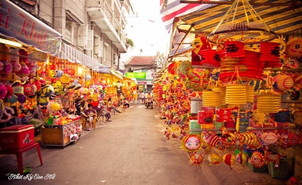 Sài Gòn Làm Gì Còn Trung Thu