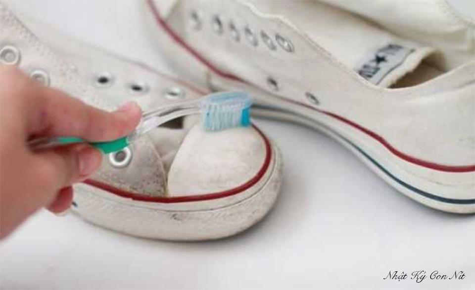 16 công dụng không ngờ của kem đánh răng bạn gái cần biết